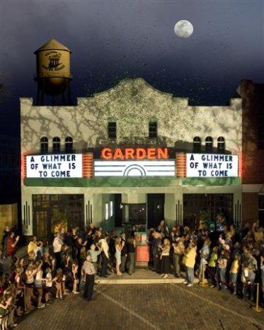 Garden_unveiling